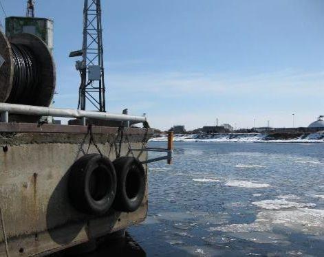 LDI ROW an einer Hafenanlage am Eis